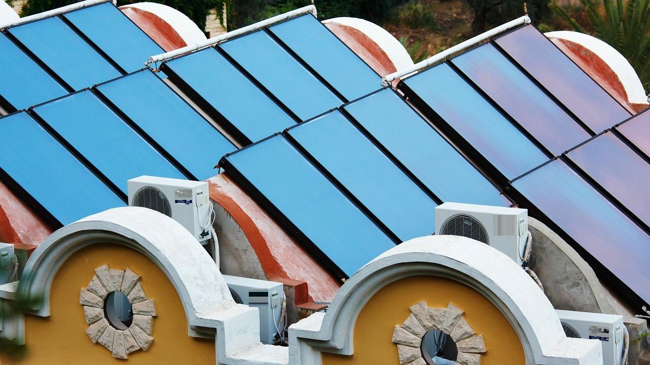 Pannelli solari su edificio
